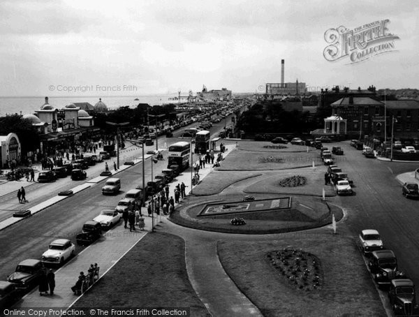 Photo of Great Yarmouth, Marine Parade And Floral Clock c.1957