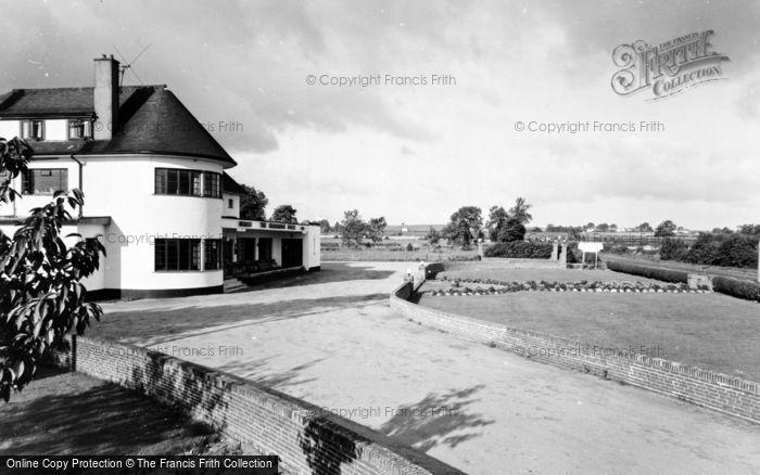 Photo of Green Hammerton, Hammerton Hotel c.1965