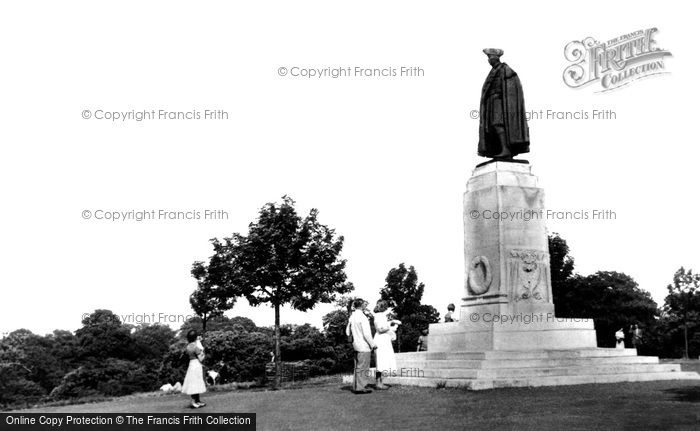 Greenwich, the Statue of General James Wolfe c1955