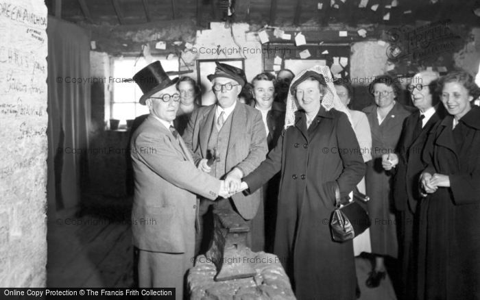 Photo of Gretna Green, an Anvil Wedding c1940, ref. G163002