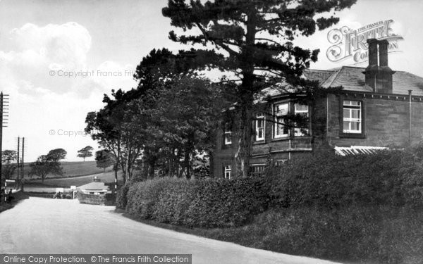 Photo of Gretna Green, Last House in England, First House in Scotland c1940, ref. G163018