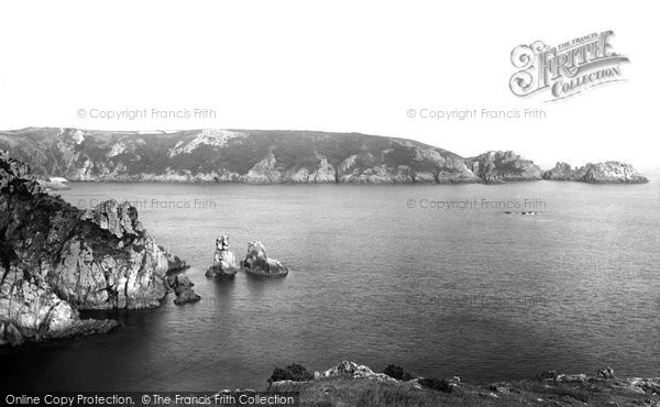 Photo of Guernsey, Dog And Lion Rocks 1899
