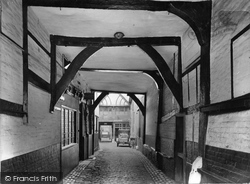 Guildford, Old Coaching Entrance To Courtyard, Angel Hotel 1923
