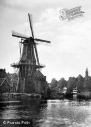 The Adriaan c.1930, Haarlem