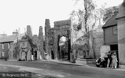 Hadlow, The Castle Entrance c.1950