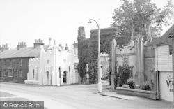 Hadlow, The Castle Entrance c.1960