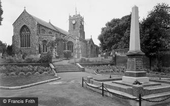 Halesworth, the Church and War Memorial c1955