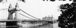 Hammersmith Bridge 1960, Hammersmith