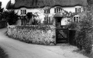 Harpford, Podbury's Cottage c1960