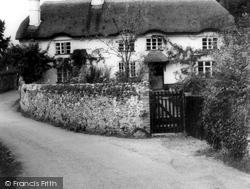 Podbury's Cottage c.1960, Harpford