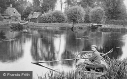 Boating On The River Ouse 1907, Hartford