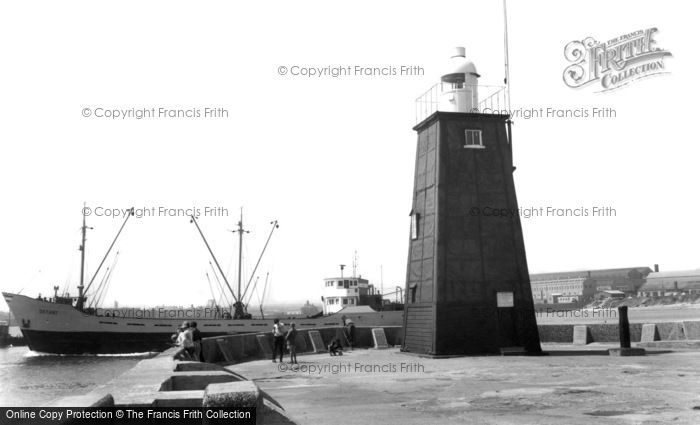Photo of Hartlepool, the Harbour Wall c1960, ref. h32100