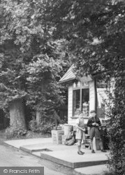 Church Road Shop c.1950, Hartley
