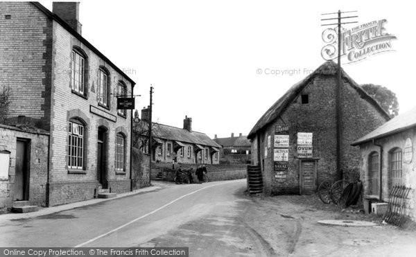 Haselbury Plucknett, the White Horse Inn c1955
