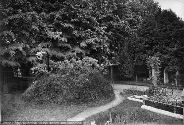 Photo of Haslemere, Churchyard, Professor Tyndall's Grave 1916