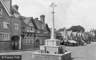 Haslemere, High Street and War Memorial 1921