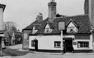 Hatfield, the Eight Bells c1960