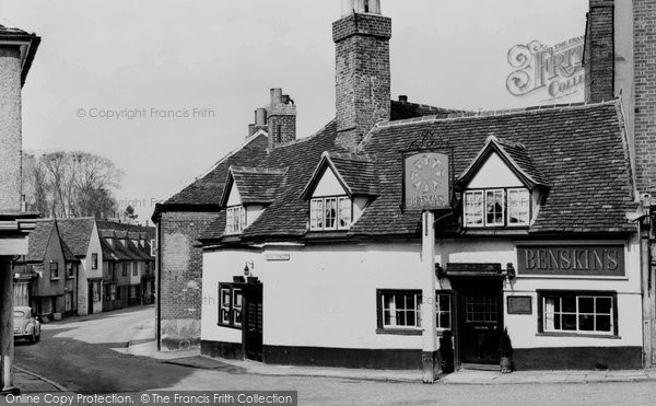 Hatfield, the Eight Bells c1960