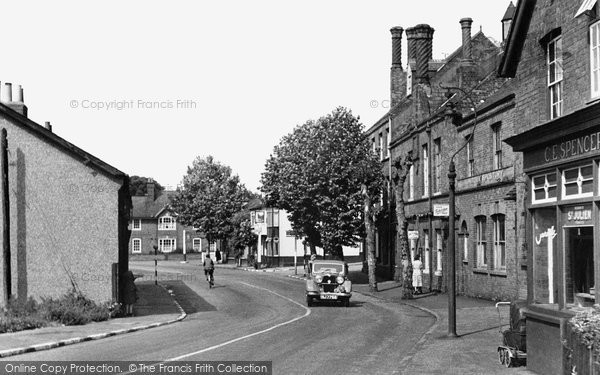 Photo of Hatfield, the Great North Road 1948, ref. H254001