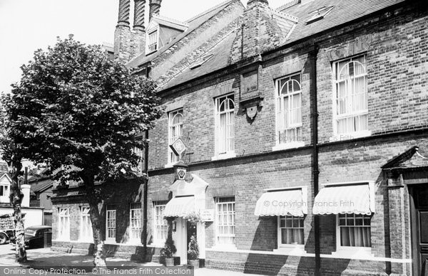 Hatfield, the Salisbury Hotel c1955