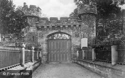 Hawarden, The Castle Gates c.1935