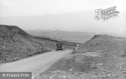 Hawes, Buttertubs Hill c.1932