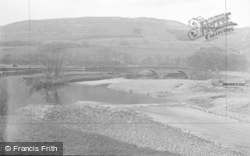 Hawes, The River And Bridge c.1931
