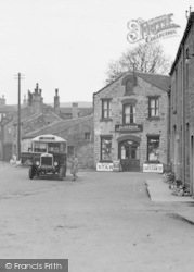 Hawes, Town End, Catching The Bus c.1932