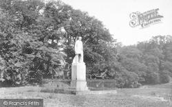 Statue, 'viscount Hill' 1898, Hawkstone Park