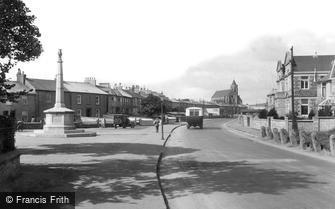 Hayle, War Memorial and St Elwyn's Church 1927
