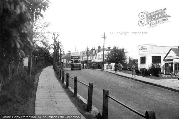 Haywards Heath, the Broadway c1950.  (Neg. H252597)  © Copyright The Francis Frith Collection 2008. http://www.francisfrith.com