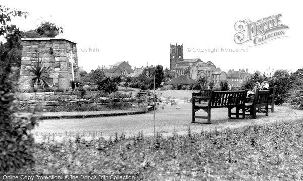 Photo of Heanor, Memorial And St Lawrence's Church c.1960