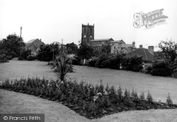 Park And St Lawrence's Church c.1960, Heanor