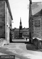 Monument From Castlegate c.1955, Helmsley
