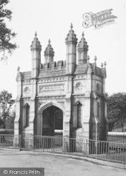 Helston, Humphry Millet Grylls Monument 1922