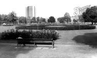 Hemel Hempstead, Shell Mex Buildings and Gardens c1965