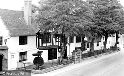 Henley-In-Arden, The Yew Trees c.1955
