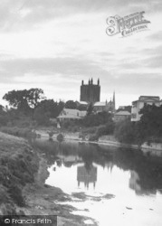 Hereford, Cathedral From River c.1950