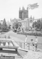 Hereford, People In Redcliffe Gardens c.1965