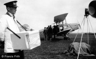 Hertingfordbury, Ice Cream Seller, Jubilee Air Display Ltd 1935