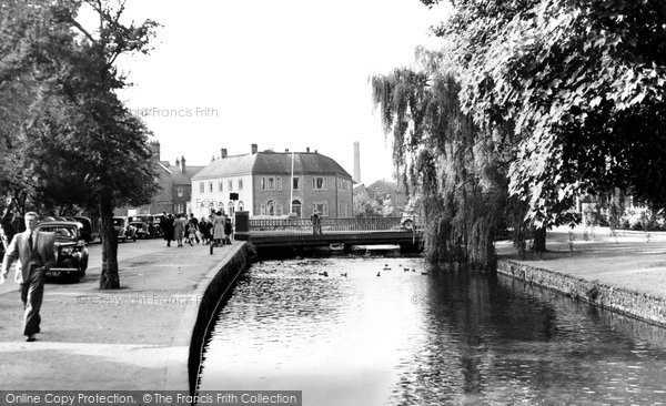 High Wycombe, The River Wye And Queen Victoria Road Bridge c.1955