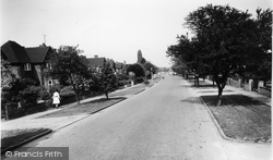 Manor Road South c.1965, Hinchley Wood
