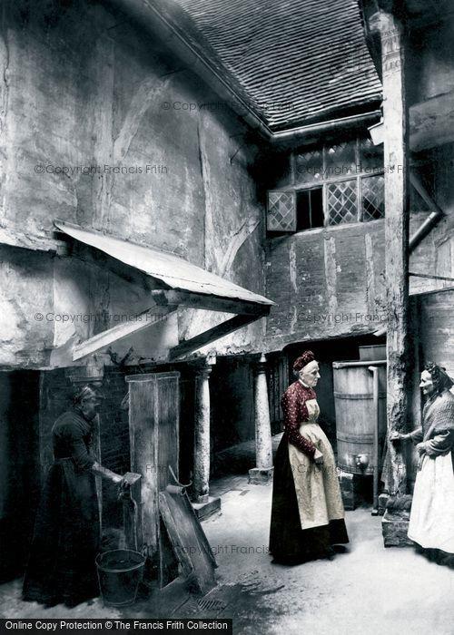 Hitchin, The Inner Courtyard, The Biggin 1903