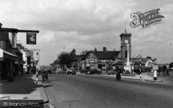 Hoddesdon, The Clock House And Old Swan Hotel c.1950