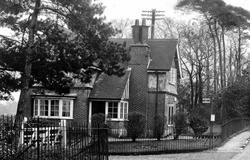 The Post Office c.1945, Holdenhurst
