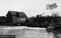 Holdenhurst, The Weir And Parsons Mill c.1945