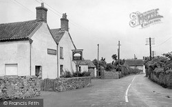 The Plough Hotel c.1955, Holford