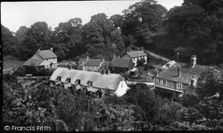 Village 1933, Holford