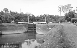 The Lock c.1960, Holt Fleet