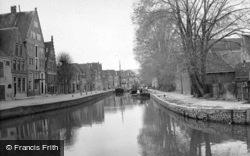 A Canal c.1938, Hoorn